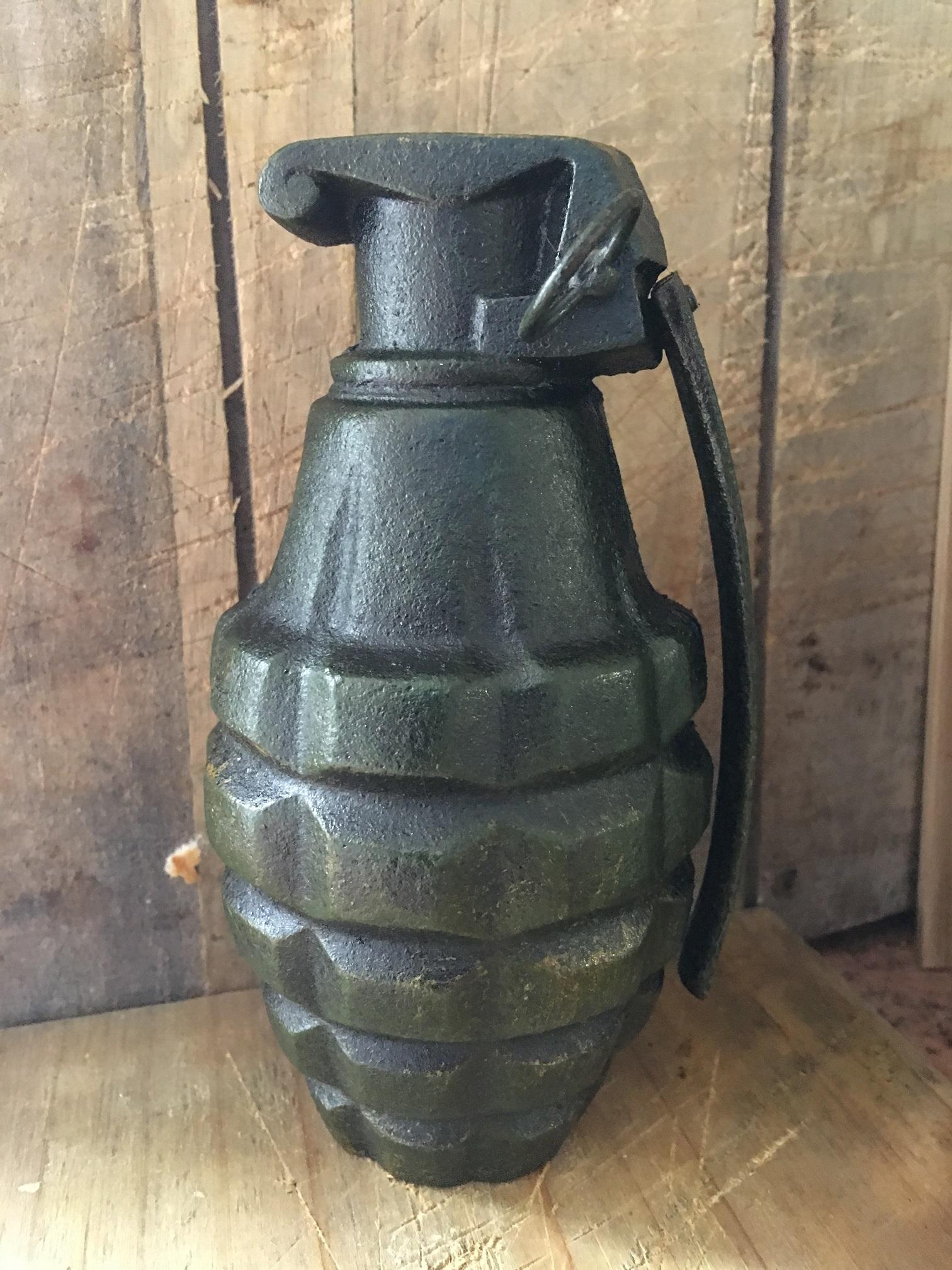 Handgranaat replica als spaarpot metaal donkergroen for Interieur decoratie artikelen