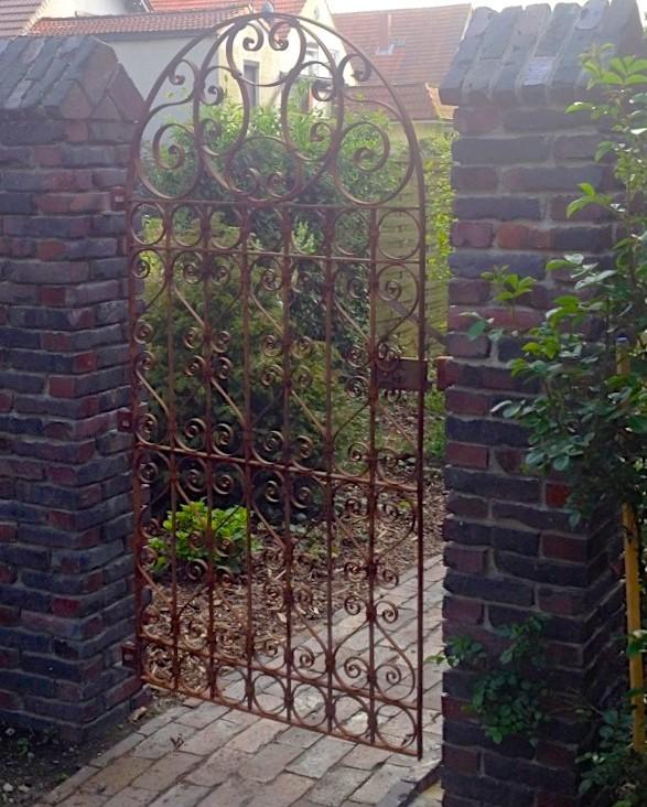 Wonderbaarlijk tags: poorten, poort, tuin, hek smeedijzeren krullen, ijzeren hek TA-52