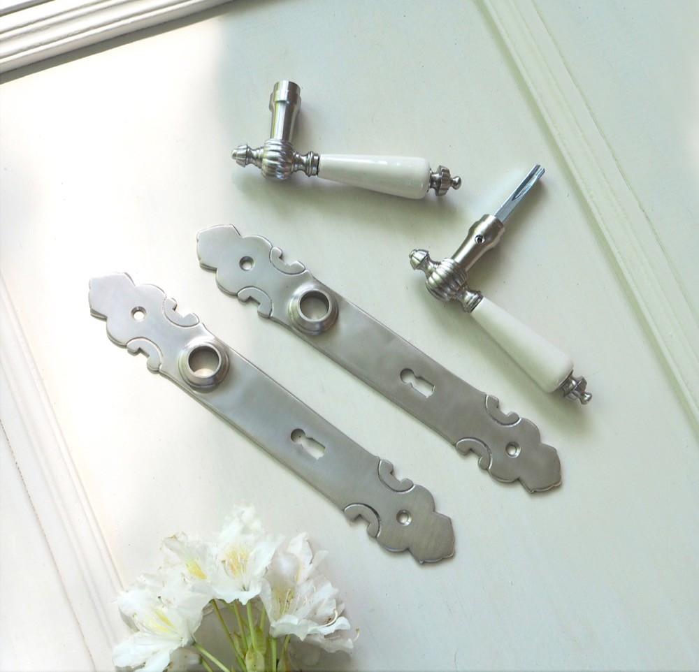 Deurset nikkel met antieke witte porseleinen handgrepen for Klinken voor binnendeuren