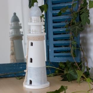 Beeldhouwwerk als maritieme decoratie, vuurtoren gemaakt van hout ...